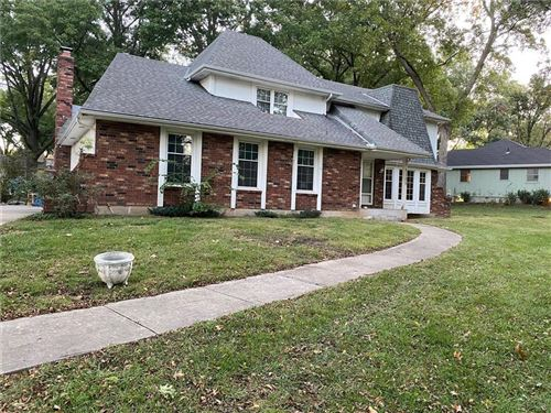 Photo of 1100 E 109th Street, Kansas City, MO 64131 (MLS # 2245436)