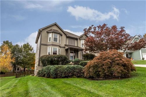Photo of 5604 Meadow Court South Street, Parkville, MO 64152 (MLS # 2241587)