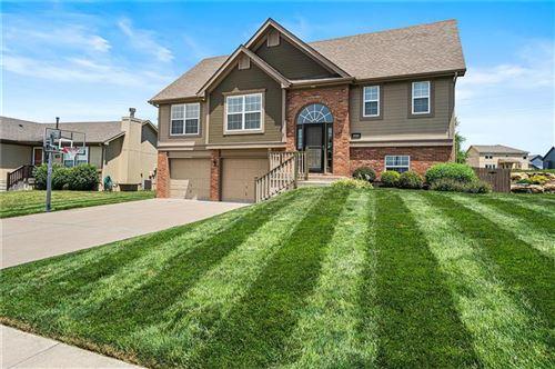 Photo of 4704 NE 103rd Terrace, Kansas City, MO 64156 (MLS # 2228863)