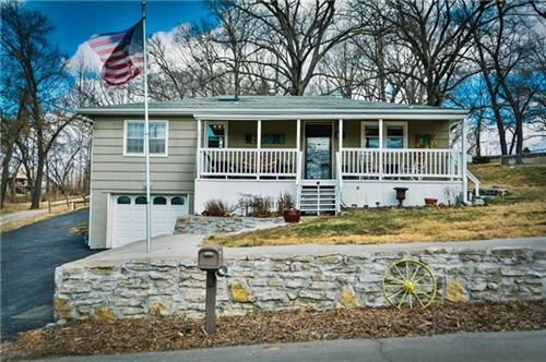 Photo of 452 NW North Shore Drive, Lake Waukomis, MO 64151 (MLS # 2308882)