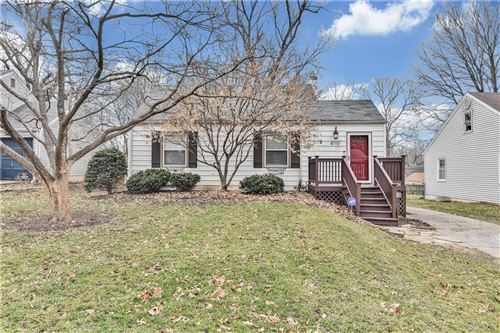 Photo of 8110 Summit Street, Kansas City, MO 64114 (MLS # 2207884)