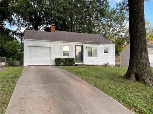 Photo of 4523 N Bellefontaine Avenue, Kansas City, MO 64117 (MLS # 2335939)