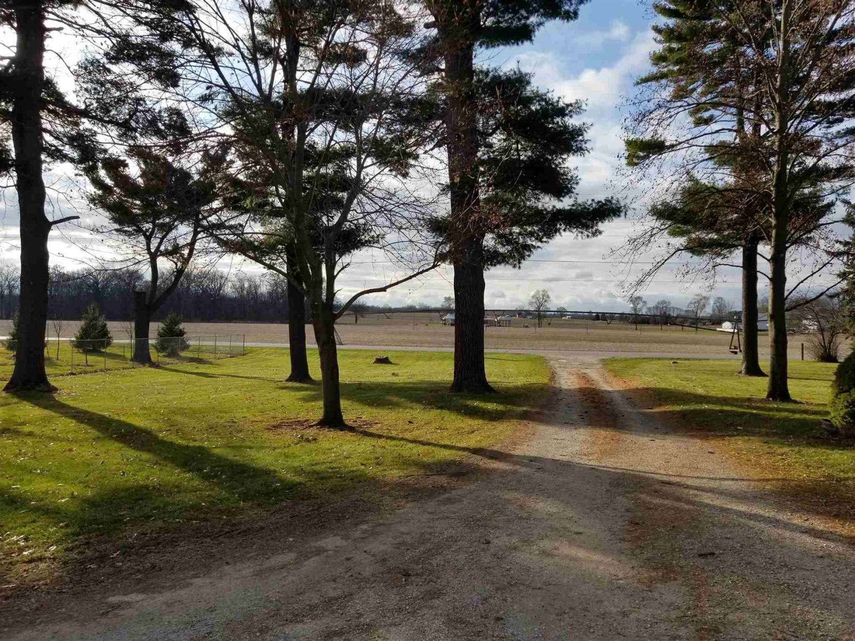 Photo of 2172 E Armstrong Road, Leesburg, IN 46538 (MLS # 201952051)
