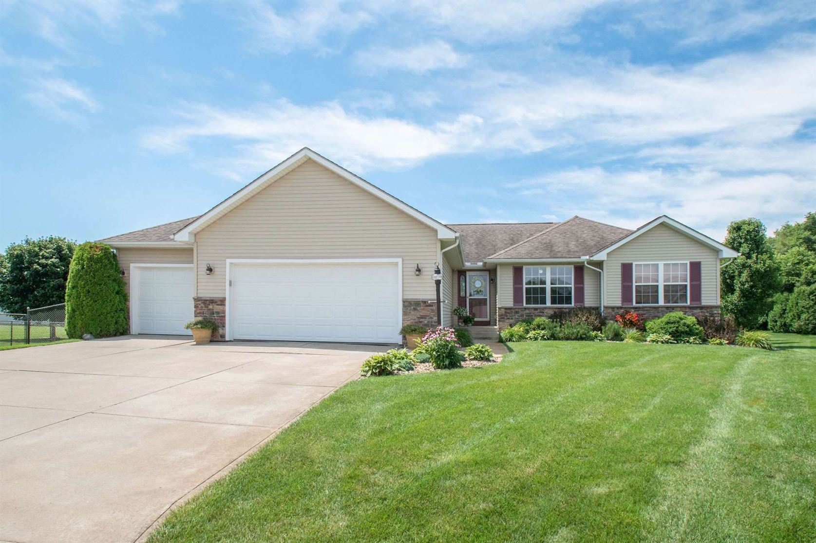 Photo of 23956 Autumnview Lane, Elkhart, IN 46517 (MLS # 202026077)
