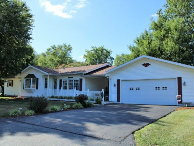 Photo of 425 NW 10th Street, Linton, IN 47441 (MLS # 202026861)