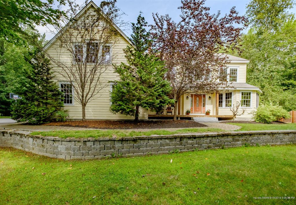 Photo for 29 Brookside Drive, Falmouth, ME 04105 (MLS # 1433418)