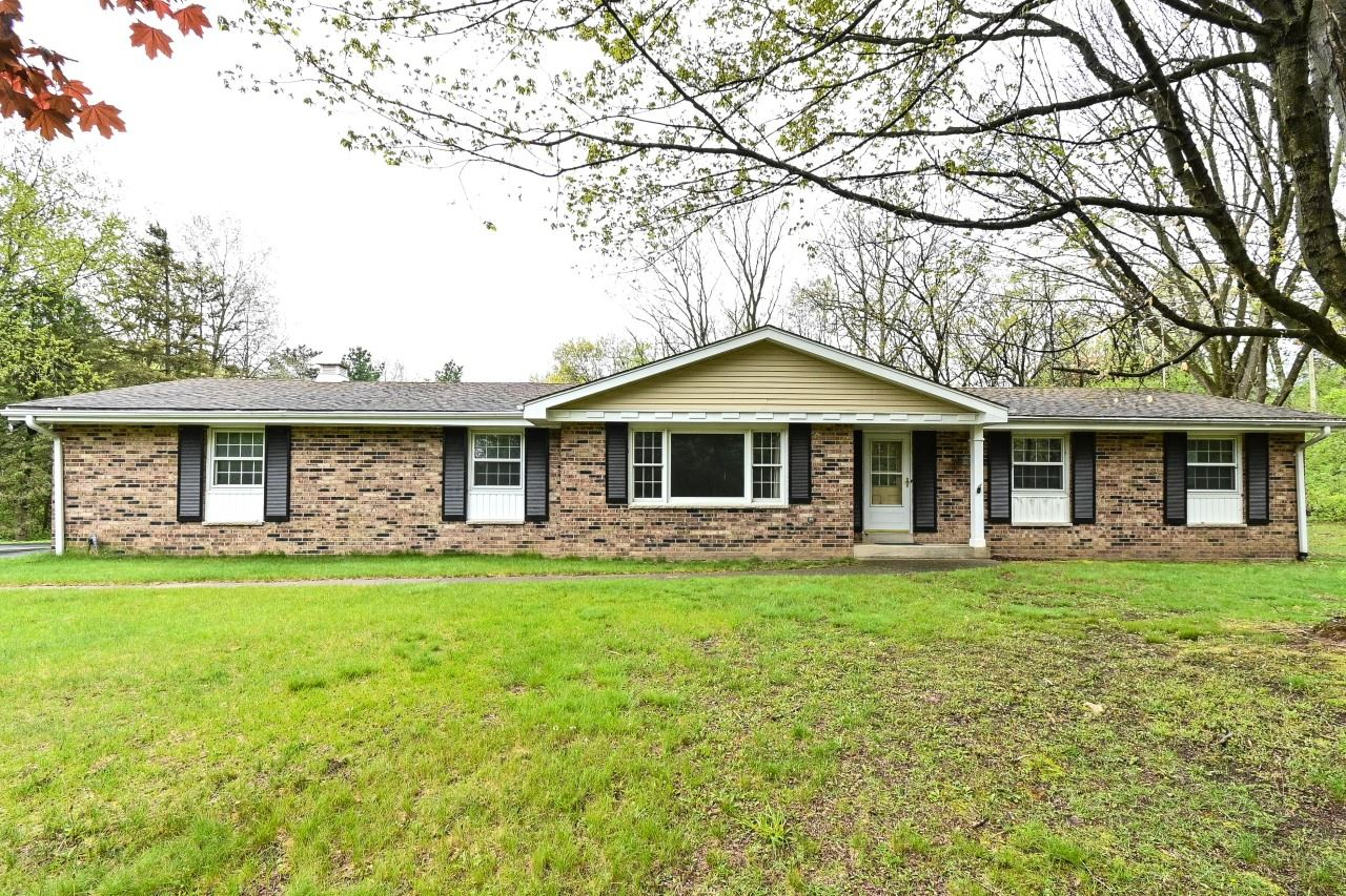 Photo for W336S4625 Drumlin Dr, Genesee, WI 53118 (MLS # 1739154)