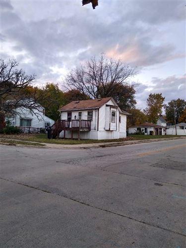 Photo of 1122 Linden St, Waukesha, WI 53186 (MLS # 1715229)