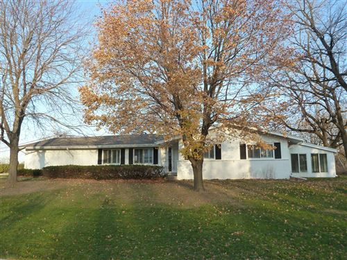 Photo of 545 Lookout Dr, Pewaukee, WI 53072 (MLS # 1714236)