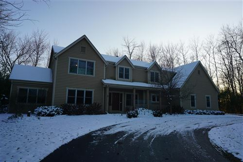 Photo of 11010 N Crown Ct, Mequon, WI 53092 (MLS # 1667348)