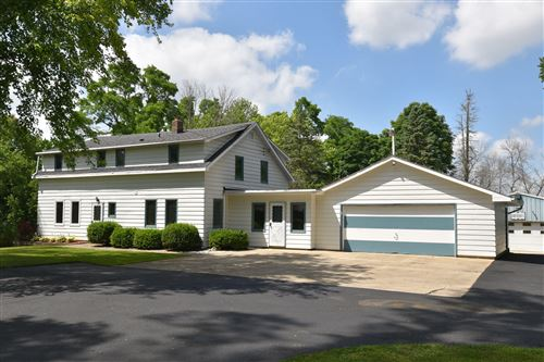 Photo of 10620 W Friestadt Rd, Mequon, WI 53097 (MLS # 1701415)