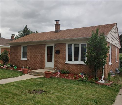 Photo of 4833 W Fillmore Dr, Milwaukee, WI 53219 (MLS # 1702433)