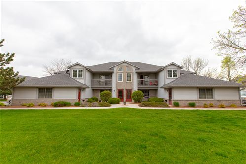 Photo of 817 Quinlan Dr #F, Pewaukee, WI 53072 (MLS # 1691520)