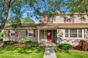 Photo of 12521 N Woodberry Dr, Mequon, WI 53092 (MLS # 1656650)