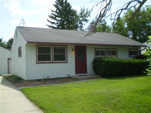 Photo of 4366 S 72nd St, Greenfield, WI 53220 (MLS # 1698672)