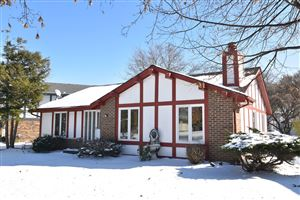 Photo of 5329 S Somerset Ln, Greenfield, WI 53221 (MLS # 1667717)