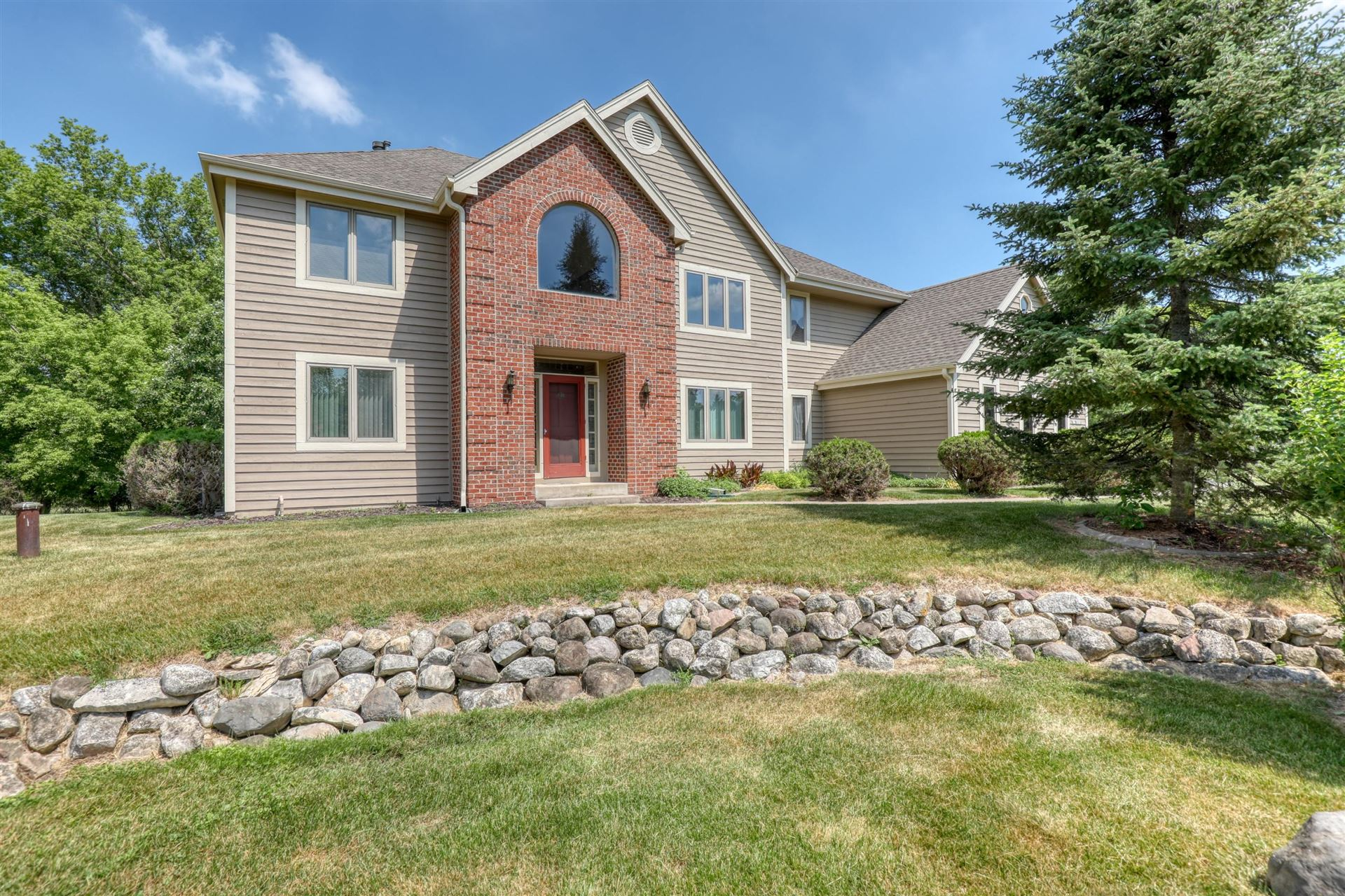 Photo for N17W30150 Crooked Creek Rd, Delafield, WI 53072 (MLS # 1745726)