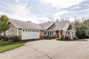 Photo of 6229 W Woodview Ct, Greenfield, WI 53220 (MLS # 1662790)