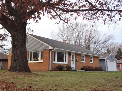 Photo of 1334 Hickory Dr, Waukesha, WI 53186 (MLS # 1669822)