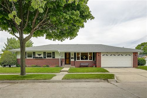 Photo of 126 W Warnimont Ave, Milwaukee, WI 53207 (MLS # 1690952)