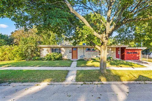 Photo of 320 Garfield Ave, Waukesha, WI 53186 (MLS # 1763973)