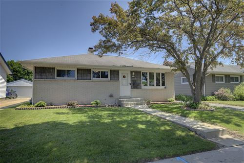 Photo of 6724 S 17th St, Milwaukee, WI 53221 (MLS # 1691977)