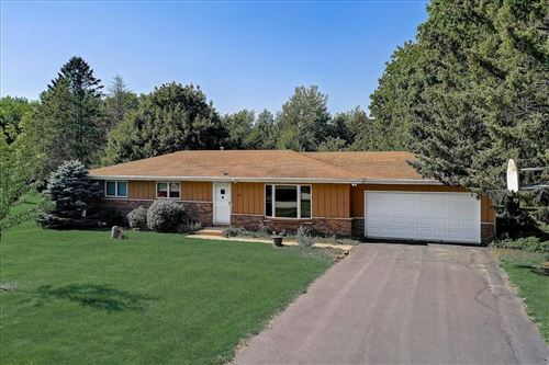 Photo of 1651 Hillcrest Dr, Delafield, WI 53018 (MLS # 1763981)