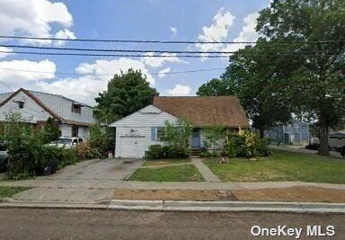 Photo of 327 Lenox Avenue, Uniondale, NY 11553 (MLS # 3333035)
