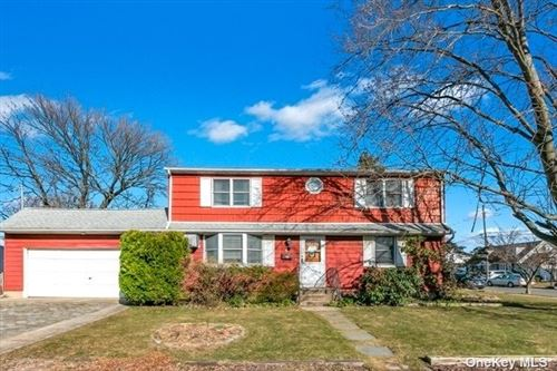 Photo of 55 W Zoranne Drive, Farmingdale, NY 11735 (MLS # 3291463)