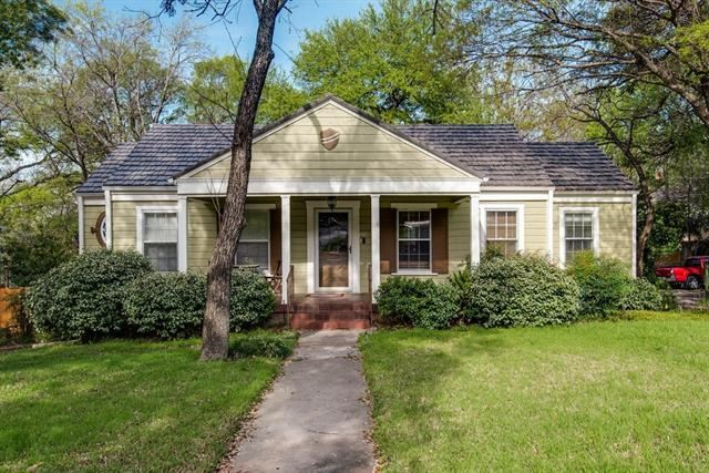 Photo for 1401 Bluebonnet Drive, Fort Worth, TX 76111 (MLS # 14311038)