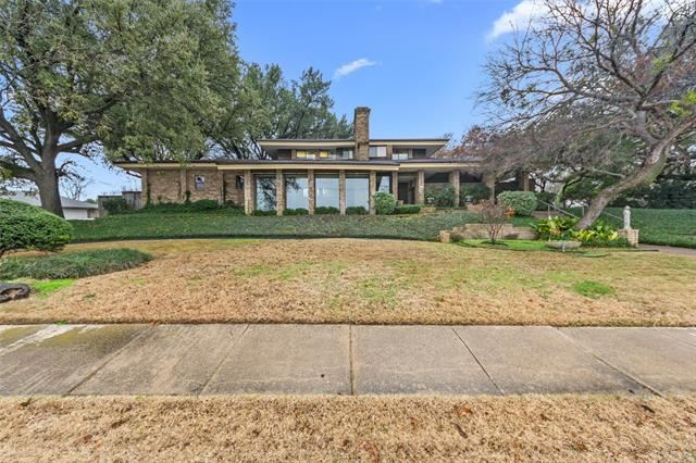 Photo for 130 W Northgate Drive, Irving, TX 75062 (MLS # 14496053)
