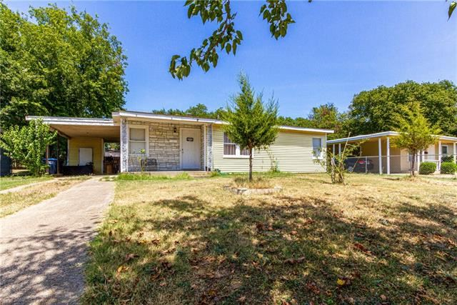 Photo for 5733 Truelson Drive, Fort Worth, TX 76134 (MLS # 14163061)