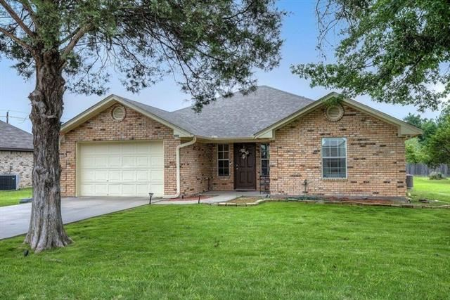 Photo for 909 Enlow Circle, Commerce, TX 75428 (MLS # 14574204)