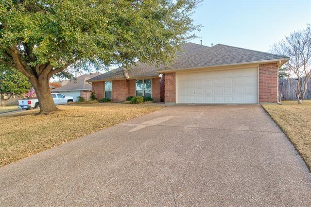 Photo for 10152 Fieldcrest Drive, Benbrook, TX 76126 (MLS # 14499321)