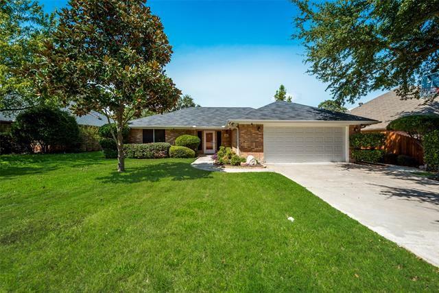 Photo for 811 Twin Creek Drive, Mansfield, TX 76063 (MLS # 14433332)