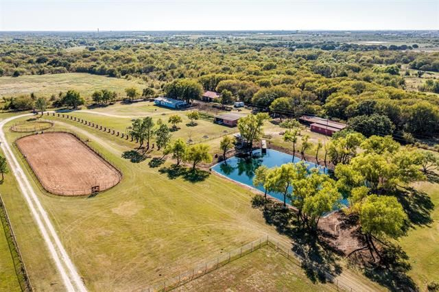 Photo for 806 County Road 701, Cleburne, TX 76031 (MLS # 14690386)
