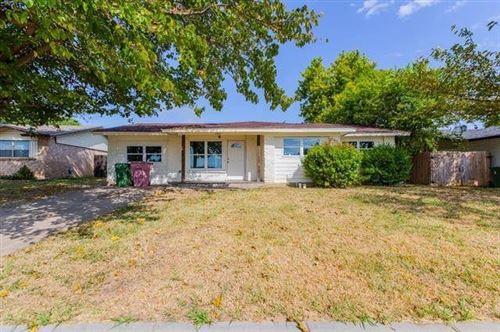 Photo of 2309 Catalo Lane, Arlington, TX 76010 (MLS # 14674521)