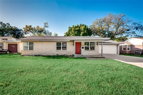 Photo of 4816 Lowell Lane, Fort Worth, TX 76133 (MLS # 14213596)