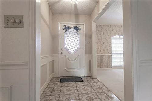 Tiny photo for 607 Bent Tree Court, Euless, TX 76039 (MLS # 14265651)