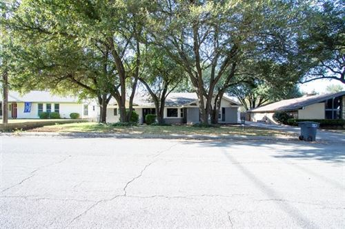 Photo of 812 Green River Trail, Fort Worth, TX 76103 (MLS # 14477706)