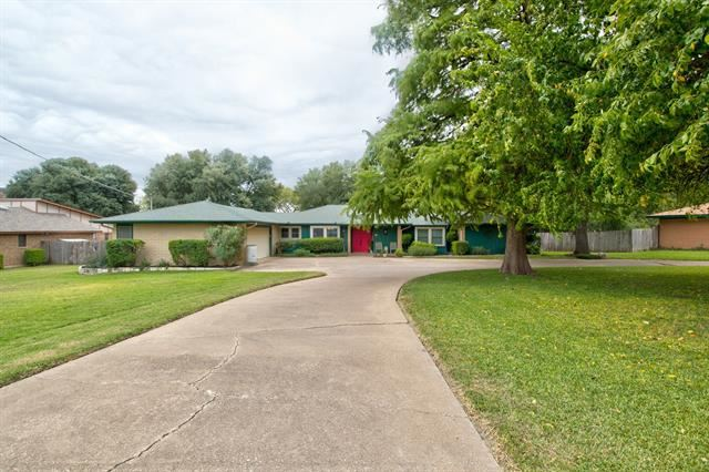 Photo for 6107 Greenfield Road, Fort Worth, TX 76135 (MLS # 14453975)