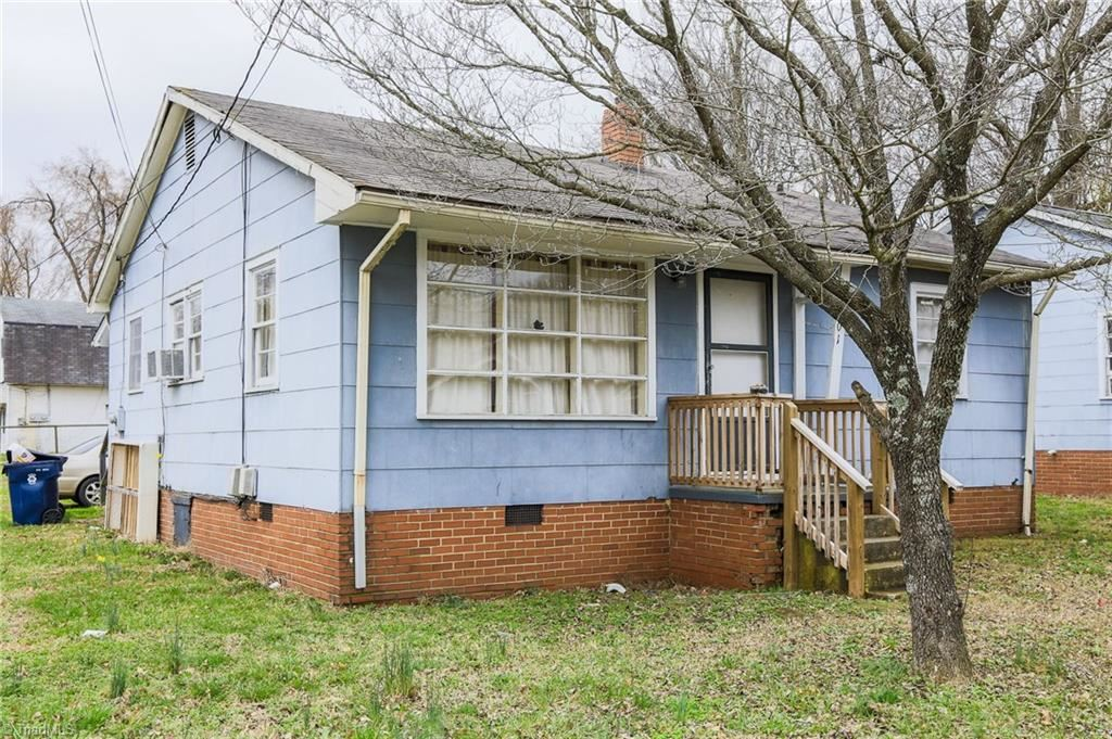 Photo of 701 Raeford Avenue, Lexington, NC 27292 (MLS # 995158)