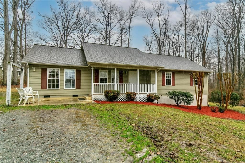 Photo of 517 Holly Hill Road, Thomasville, NC 27360 (MLS # 1013623)