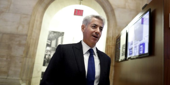 FILE PHOTO - William Ackman, chief executive of Pershing Square walks on the floor of the New York Stock Exchange, New York, U.S. on November 10, 2015. REUTERS/Brendan McDermid/File Photo