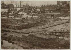 Loosduinseweg, opgravingen op het terrein van het oude kasteel Westerbeek; 1897 - Beeldbank Haags Gemeentearchief