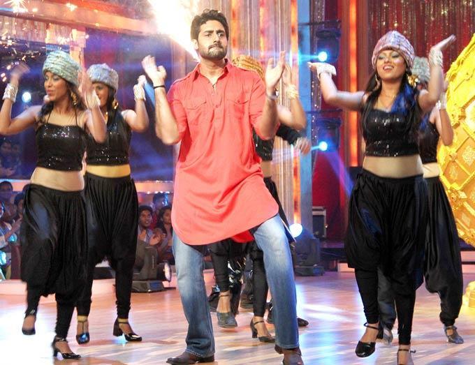 Abhishek Dancing on The Sets of Jhalak Dikhhla Jaa Season 5