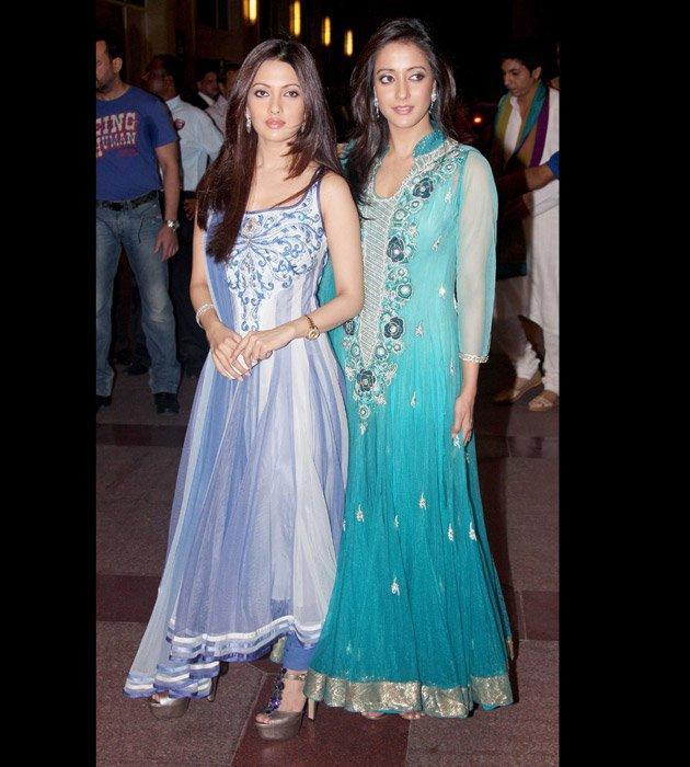 Pretty Sen Sisters at Sangeet