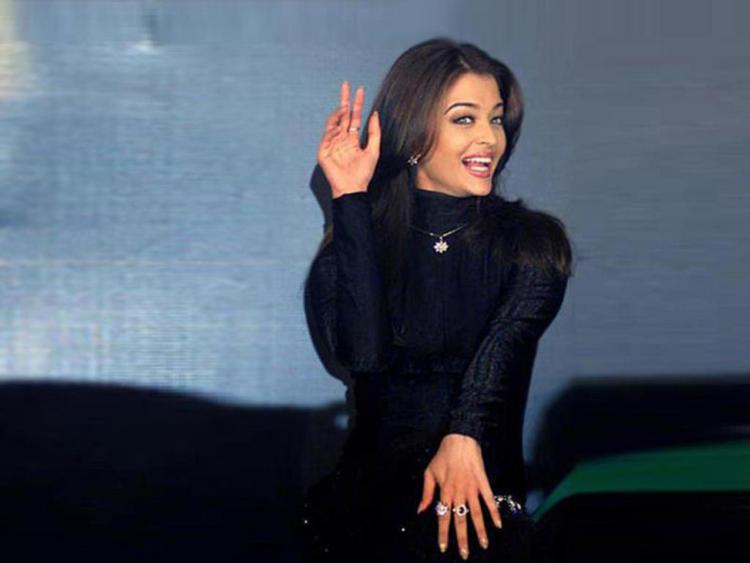Aishwarya Rai Cute Pose Still