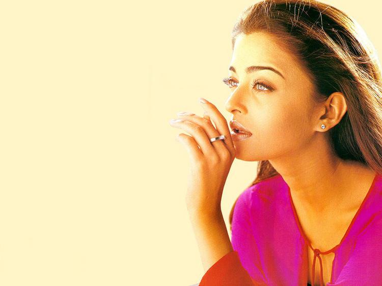 Aishwarya Rai Senseous Look Still