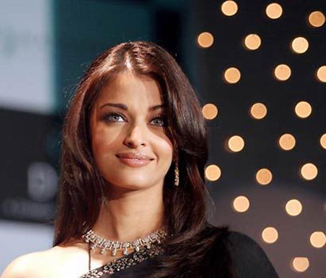 Aishwarya Stunning Face Look Still